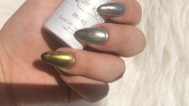 Chrome effect nails